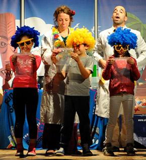 sull-isola-desera-teatro-ragazzi-leo-scienza-didattica-sostenibilità-divertimento-scienza-bambini-scienzadivertente-290x318
