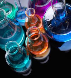 4 passi materia laboratorio chimica reazioni atomi molecole scuola secondaria Leo Scienza 290x318